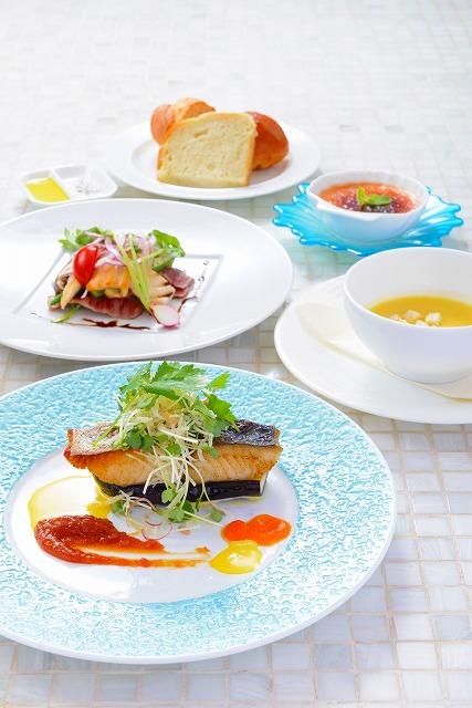季節の鮮魚(味噌のバーニャカウダー添え)